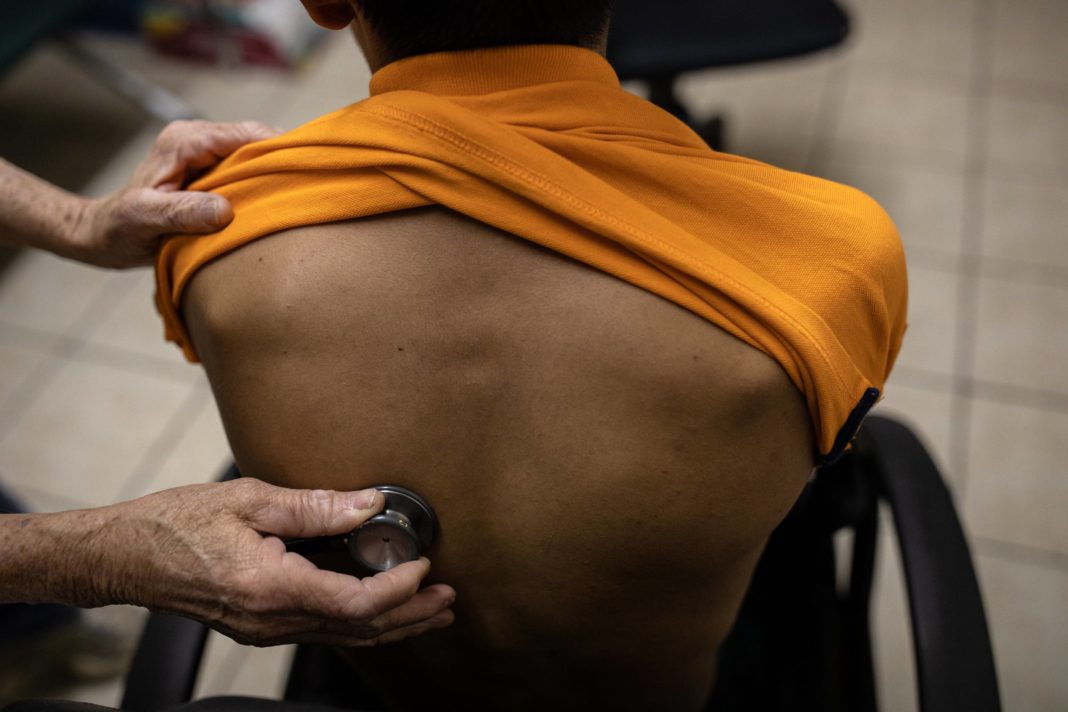 L'accès aux soins des étrangers demeure difficile selon un rapport du Défenseur des droits