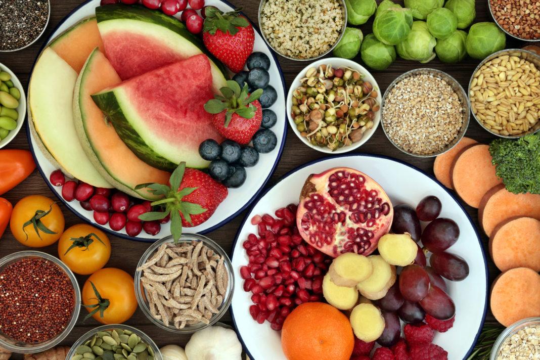 Bien manger, légumes frais, secs, féculents complets 123 RF©