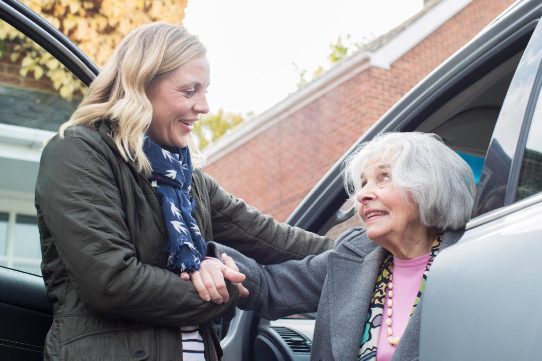 Aidants familaux, seniors, personnes âgées ©123 RF