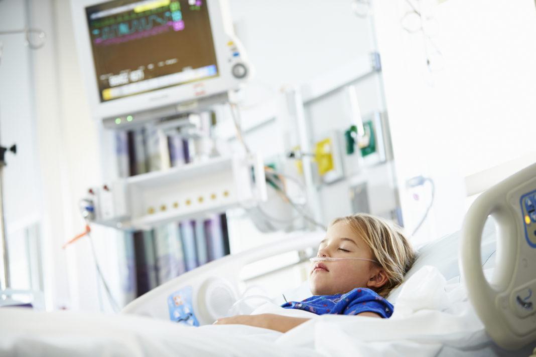 Service pédiatrique, enfant, réanimation 123RF©