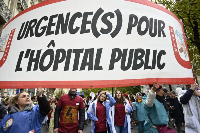 Titre : Manifestation intersyndicale a Paris pour la defense de l'hopital public Copyright : Nicolas TAVERNIER/REA