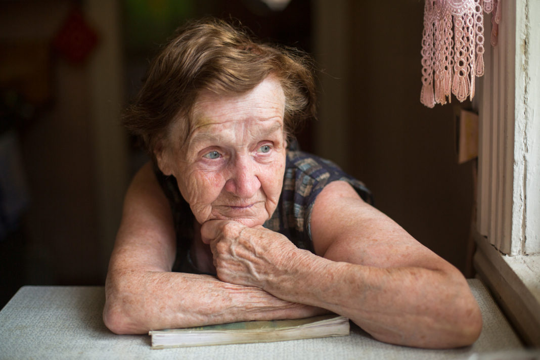 confinement, associaiton Les petits frères des pauvres, personnes âgées 123RF©