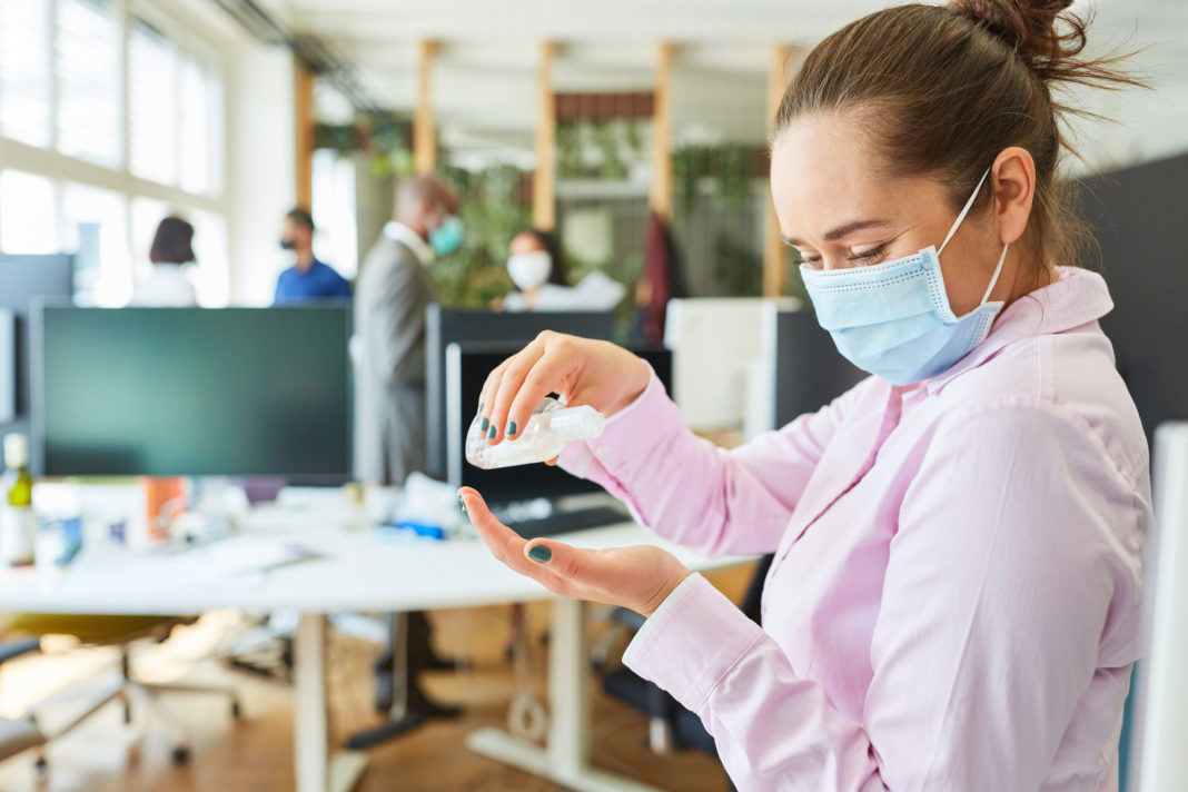 Masque obligatoire en entreprise 123RF©