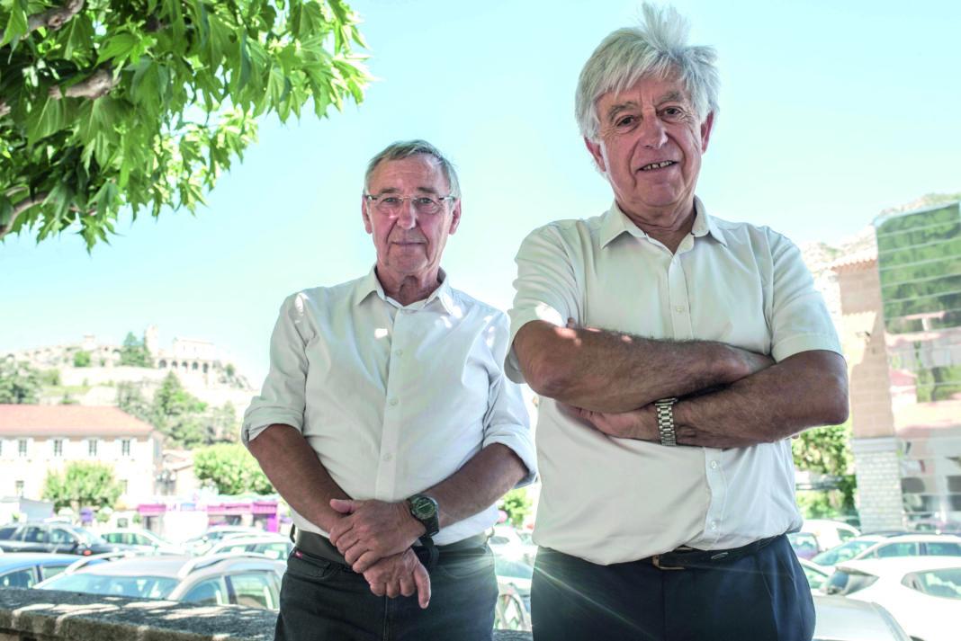 Jean Claude Eyraud (d) prend la succession de la présidence de la mutuelle 04 05 en remplacement de gérard benoit ( G ) Photo Eric Franceschi