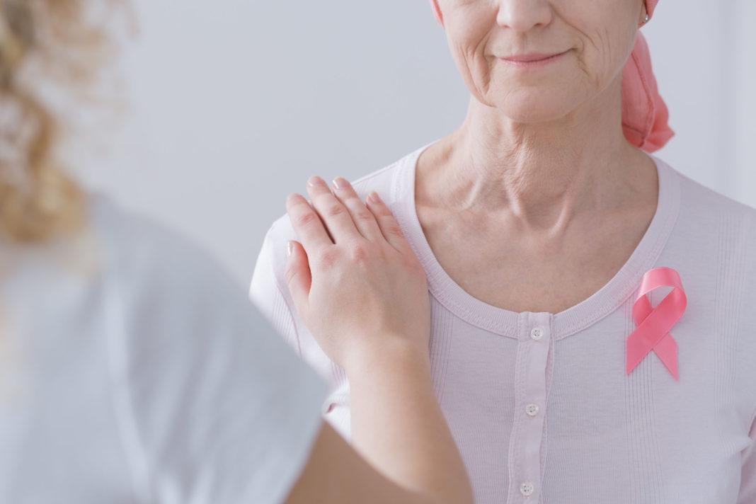 Cancer du sein chez la femme âgée 123RF ©