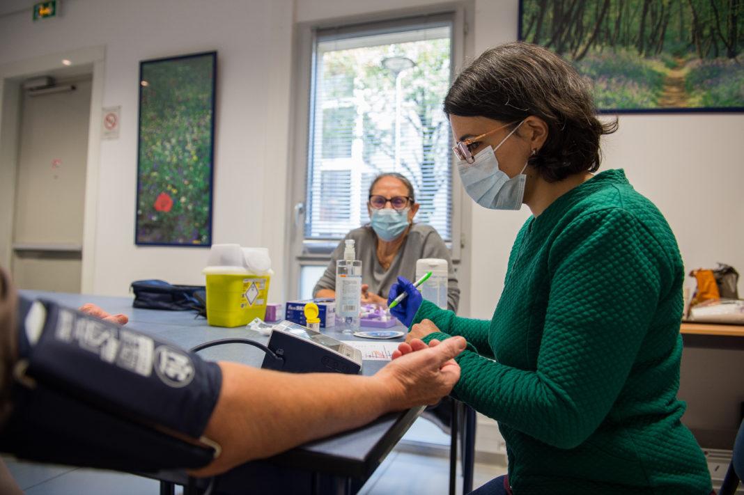 Depistage glycemie-tension a l'agence Solimut/525e et entretien avec une nutritionniste. © Guillaume Atger