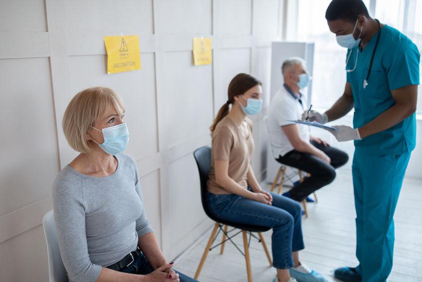 Vaccination anti-Covid pour les plus de 55 ans 123RF©