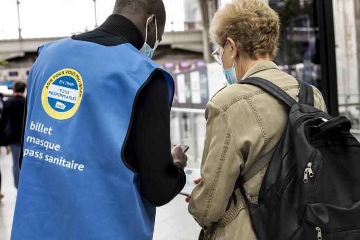 A la Sncf, les voyageurs présentent désormais le passe sanitaire